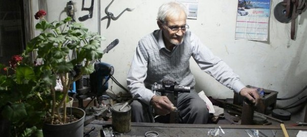 قلمتراش ملیله نقره و استاد تقی رنگرز