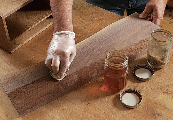 آموزش کار با لاک الکل بر روی چوب